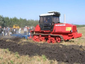 трактор ВТ-150 земляные работы