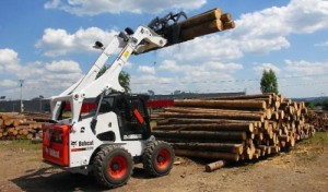 Bobcat S530 погрузка леса