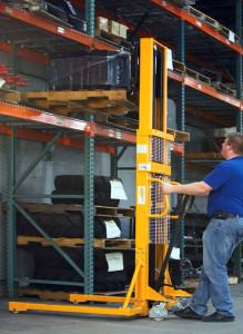 складской ручной штабелер с регулировкой вил