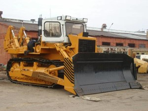 Бульдозер Т-330 состоит из деталей отечественного производства