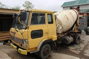 грузовик Hino Ranger со смесителем