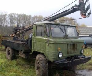 Ямобур на базе ГАЗ-66 оборудован двигателем объемом 4,2 литра