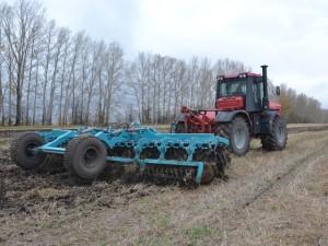 трактор к 744 применение