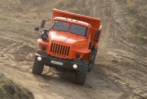 Самосвал Урал-55571 для перевозки 10 тонного груза