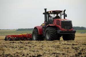 трактор к 9450 работа в поле