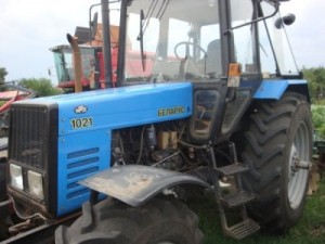 колесный трактор мтз 1021