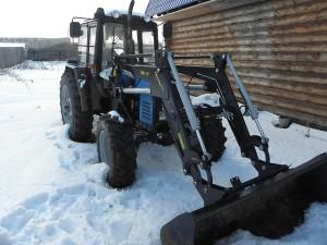 колесный трактор мтз 1021 с навесным оборудованием