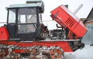 трактор вт-100 расположение двигателя