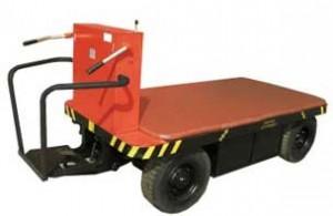 Электрическая тележка оборудована местом оператора и прицепом